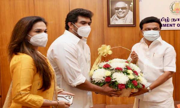 நடிகர் ரஜினி மகள் சவுந்தர்யா ரூ. 1 கோடி நிதியுதவி..!