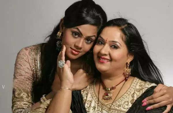 ராதா மற்றும் கார்த்திகா