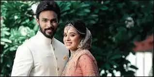 மனைவியுடன் நடிகர் ஆரவ்